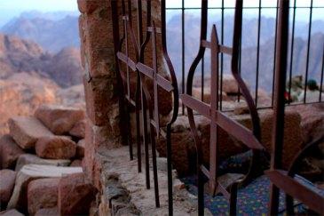Cross grate Sinai