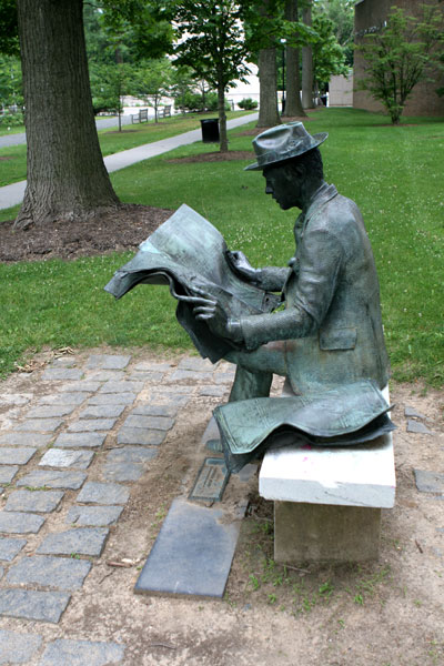 The Newspaper Reader sculpture 2